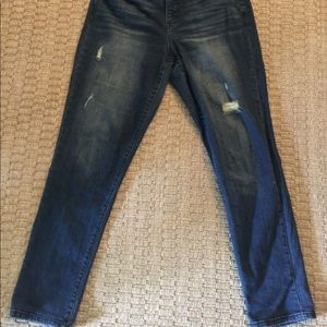 Bandolino girlfriend style distressed jeans.